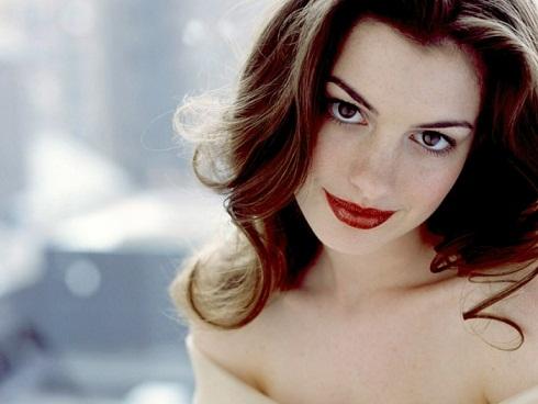 Anne Hathaway beson në dashurinë në shikim të parë
