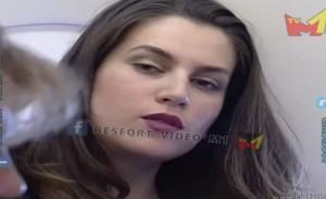 Kur Leonora jepte intervista në aeroplan
