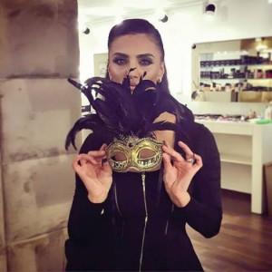 Genta Ismajli bëhet gati për Halloween