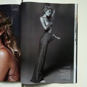 """Gigi Hadid,pozon """"topless"""" për """"Vogue"""""""