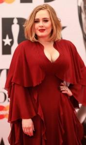 Adele brenda natës dyfishon pasurinë!