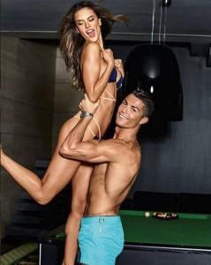 Cristiano Ronaldo admirohet për fizikun