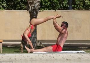 Ola Jordan tejet seks me bikini të kuqe