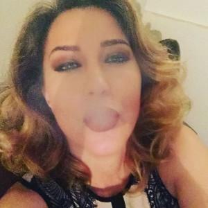 Kështu tymos Teuta Selimi
