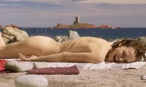 Natalie Portman promovon filmin e ri përmes imazheve lakuriq