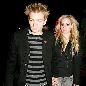 Avril ndahet nga burri
