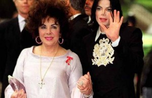 Elizabeth Taylor dëshiron të groposet afër Jacksonit