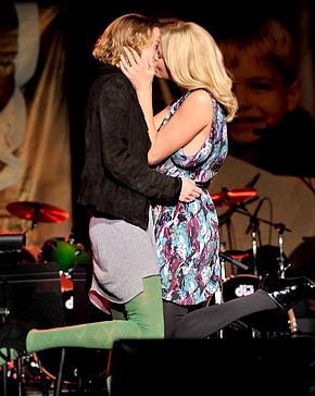 Theron puth një grua për 140,000 $