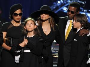 La Toya dhe Jermaine Jackson duke nderuar Michael-in