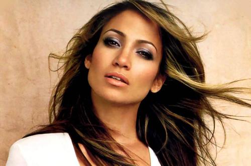 Jennifer Lopez ndjehet sikur ka diplomuar si këngëtare