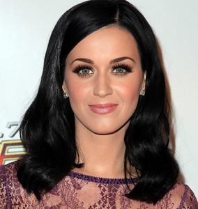 Katy Perry adhuron natyren
