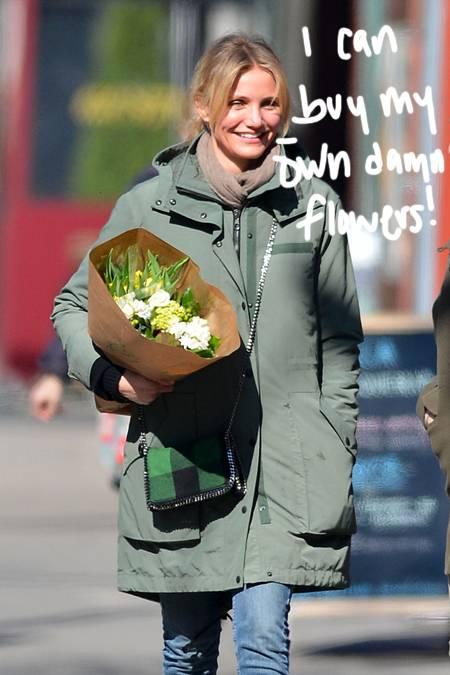 Cameron Diaz nuk i nevojitet një burrë. Ajo i blen vetë vetës lule!