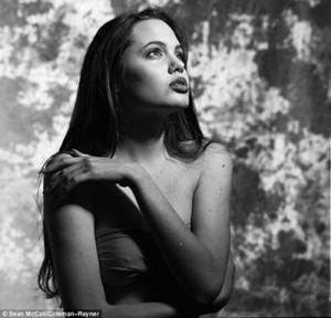 Angelina Jolie.02
