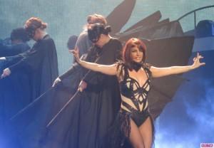 Britney Spears shan fansin në mes të performancës!
