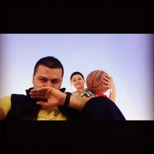 Genci luan basket me të birin