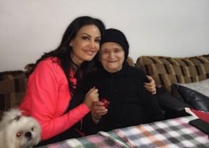 Bleona Qereti kalon Pashkët me gjyshen