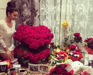 Çfarë i dhuroi Sinan Hoxha të fejuarës për ditëlindje?