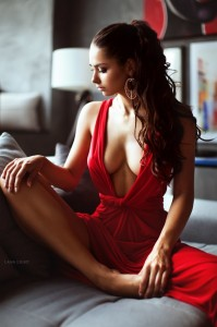 Helga Lovekaty pozon me të kuqe