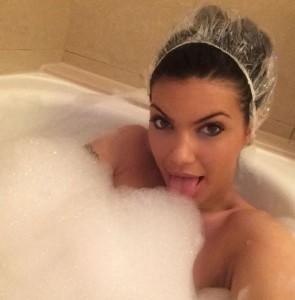 Zajmina Vasjari , selfie erotike nga vaska