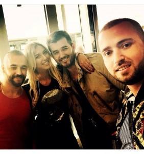Adelina Tahiri në shoqërinë e tre meshkujve