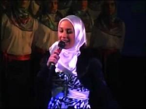 Elhaida Dani duke kënduar ilahi