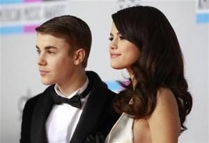 Selena Gomez kap mat në shtrat Justin Bieber
