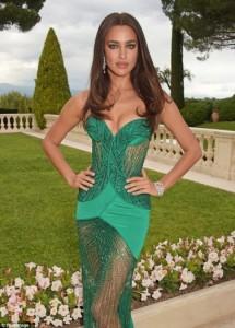 Irina shkëlqen me fustanin ngjyrë jeshile në Kanë