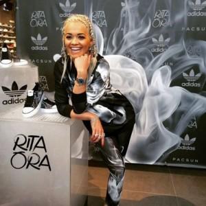 Rita befason me stilin e flokëve