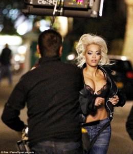 Rita Ora seksi në videoklipin e ri