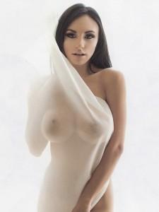 Ivanova vjen me një set super të nxehtë