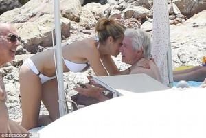 Richard Gere shijon pushimet me të dashurën