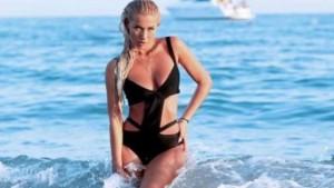 Adelina Tahiri foto seksi nga plazhi