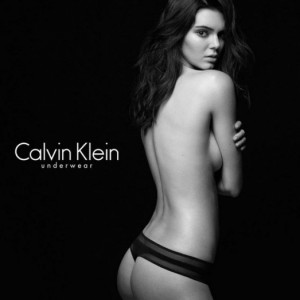 Jenner pozon nudo