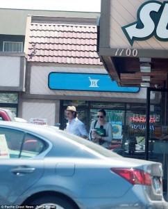 Jolie dhe Pitt blejnë sanduiç për tërë familjen