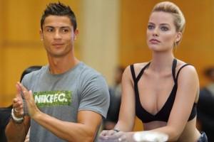"""Cristiano Ronaldo hidhet në """"gjueti"""", Margot Robbie """"preja"""" e tij"""