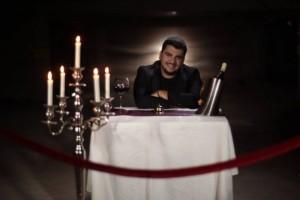 Ermal Fejzullahu publikon kënga e re  'Falma zemrën'