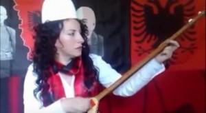 Linda Morin i këndon Vuçiçit