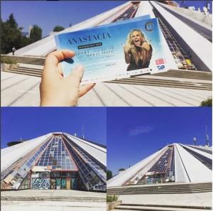 Anastacia mbërrin në Tiranë