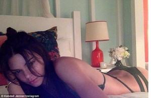 Kendall Jenner e nxehtë si Kim Kardashian!