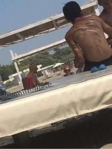 Zihen 'mat' në plazh Luana Vjollca dhe Adrian Gaxha!