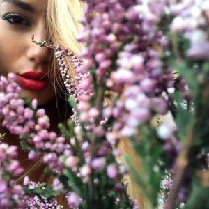 Elvana Gjata vjen me foto të reja