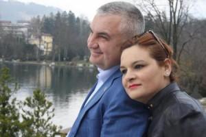 Ilir Meta dhe Monika Kryemadhi në versionin kukulla