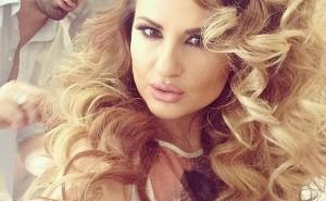 Ryva Kajtazi flet për shtatzëninë dhe këngën e re