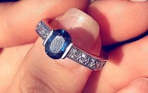 Kush ia dhuroi Olta Bokës unazën e diamantit?