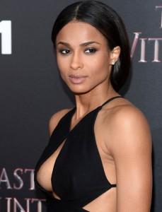 Ciara shfaqet seksi në premierën e ''The Last Witch''