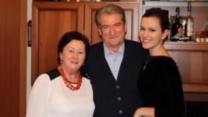 'Supermbesa' e Berishës tallet me Greta Koçin