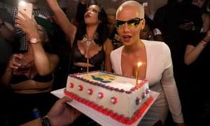 Amber Rose feston ditëlindjen e 32-të