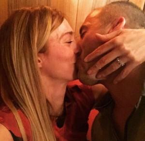 Ramushi i dhuron puthje pasionante Anitës