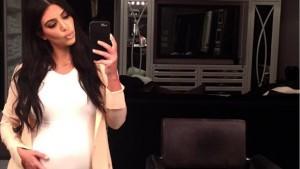 Kim Kardashian pozon sërish nudo