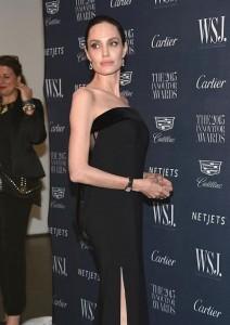 Angelina Jolie duket si skelet